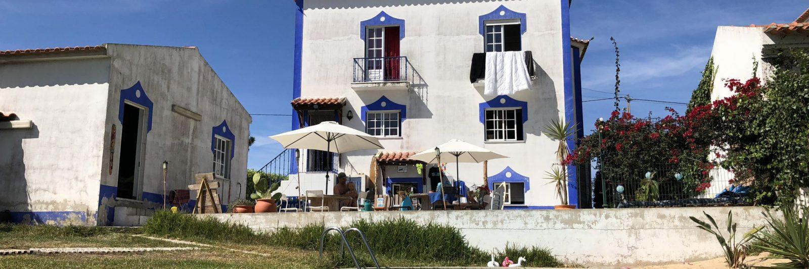 surfhouse surf surfschool santa cruz portugal vakantie holiday terras drone swimmingpool garden