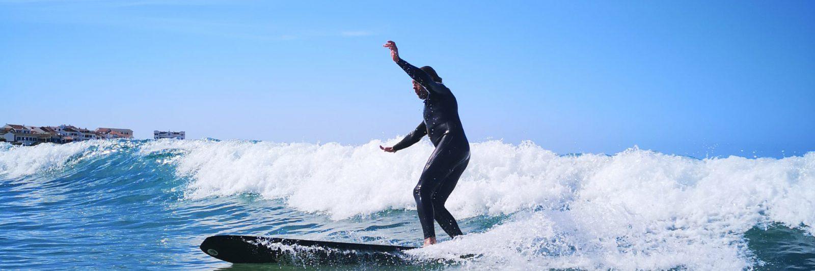 longboard singlefin surfer